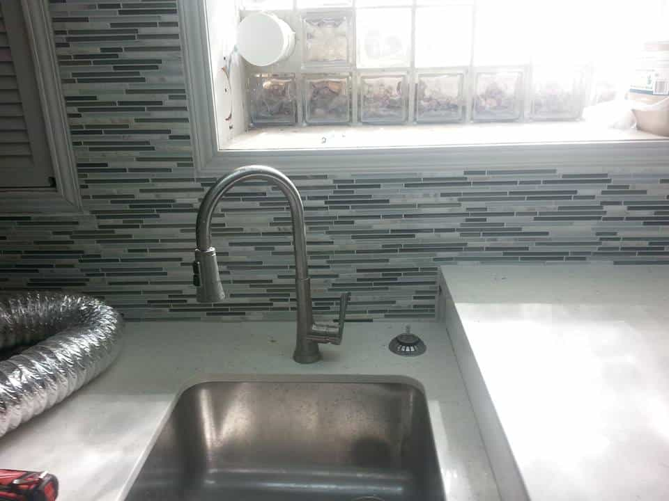 backsplash behind sink