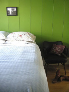 small-art-above-big-bed